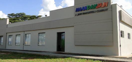 Com a mais extensa linha de produtos e soluções, a NaanDanJain lidera a produção mundial de equipamentos e tecnologias na área de irrigação localizada.